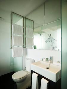 A bathroom at Art Series - The Cullen