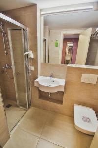 A bathroom at Ukraina Hotel