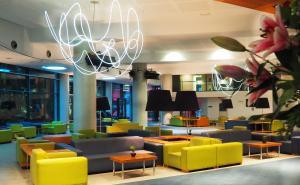 El salón o zona de bar de Hotel Deloix 4* Sup
