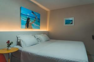 A bed or beds in a room at Pousada Arraial Inn