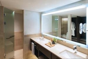 A bathroom at Paradise Hotel Busan