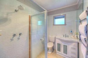 A bathroom at Best Western Burnie