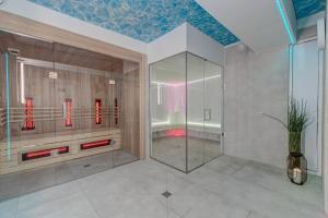 A bathroom at Apartamenty Rondo