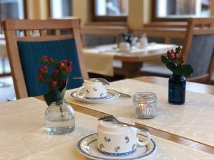 A restaurant or other place to eat at Hotel Garni Landhaus Florian