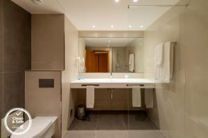 Un baño de Dom Jose Beach Hotel (Plus)