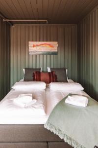 En eller flere senger på et rom på Skårungen - Hotel, Cabins and Camping