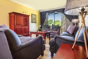 A seating area at Avani Gaborone Resort & Casino