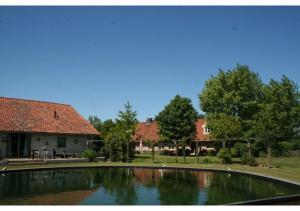 The swimming pool at or close to Het Eiken Huis
