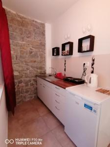 A kitchen or kitchenette at Mirta & Eva Apartments