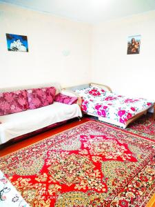 A bed or beds in a room at У Дома культуры Молодёжи однокомнатная квартира