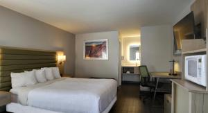 A bed or beds in a room at GreenTree Inn Flagstaff