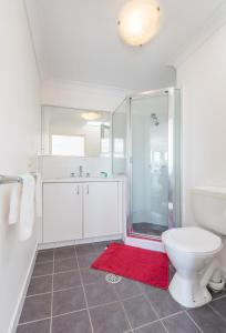 A bathroom at Cityview Studio Accommodation