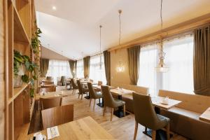 A restaurant or other place to eat at Hotel Ahornhof