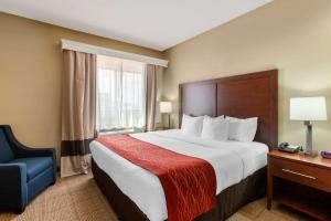 A bed or beds in a room at Comfort Inn & Suites Page at Lake Powell