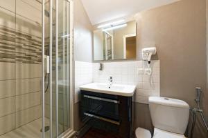 A bathroom at Chambres d'hotes à Autun