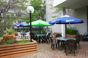A restaurant or other place to eat at Banff Voyager Inn
