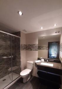 A bathroom at Favila Oviedo