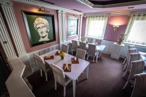 Ein Restaurant oder anderes Speiselokal in der Unterkunft Hotel Am Limes