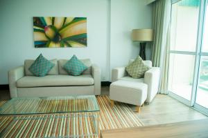 A seating area at Mercure Macae
