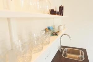 Een keuken of kitchenette bij Hotel Steeds aan Zee