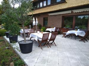 Ein Restaurant oder anderes Speiselokal in der Unterkunft Bei Ulbrichs Hotel garni & Catering