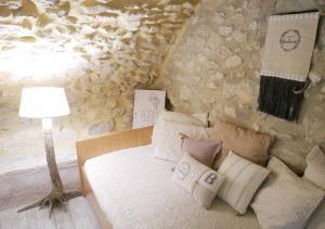 A bed or beds in a room at La Maison de Marguerite