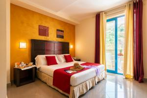 A bed or beds in a room at Grand Hotel La Tonnara