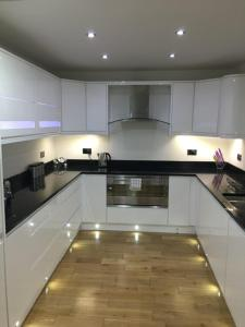 A kitchen or kitchenette at Sealand Court Apartment Rochester