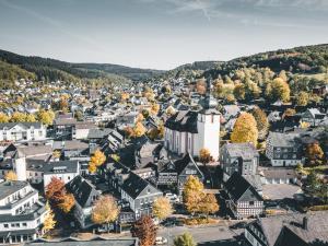 Blick auf Hotel Gasthof Koch aus der Vogelperspektive