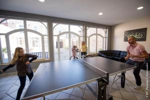 Ping-pong facilities at The Gem or nearby