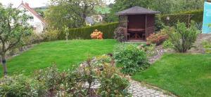 Ein Garten an der Unterkunft Ferienwohnung Wünsche