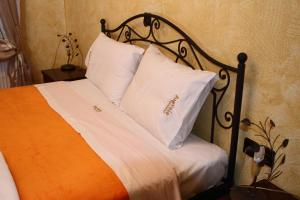 A bed or beds in a room at Limnaio