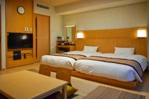 A bed or beds in a room at Hotel Monterey Fukuoka
