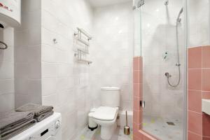 A bathroom at Apartments Minsk2Go