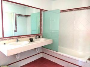 Un baño de Ohana Guest House