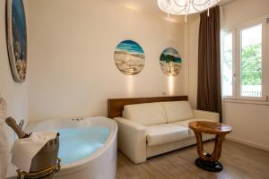 A seating area at Rimini Suite Hotel