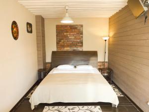 Кровать или кровати в номере Black Cat