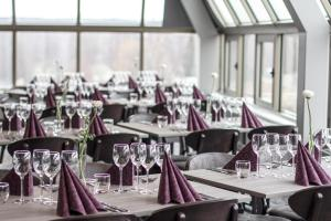 A restaurant or other place to eat at Hotell Stinsen