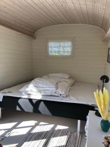 En eller flere senge i et værelse på Rødhus Gl. Skole B&B