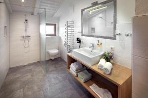Ein Badezimmer in der Unterkunft Vordergugg