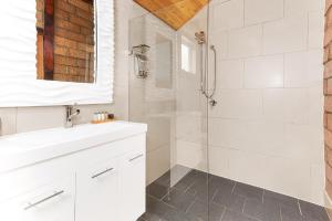 A bathroom at Falls River Luxury Accommodation