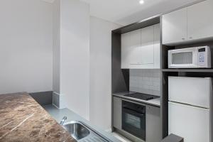 A kitchen or kitchenette at Adina Apartment Hotel Sydney Central