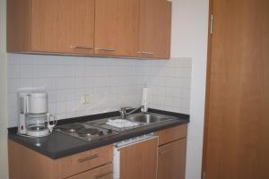 A kitchen or kitchenette at Bett & Kök bi Petersen