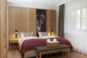 A bed or beds in a room at Hyperion Hotel Garmisch – Partenkirchen