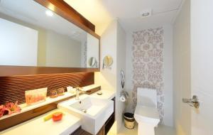A bathroom at Hotel Metropole