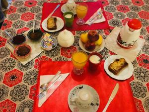 Breakfast options available to guests at RIAD DAR BARBI PRIVATISÉ