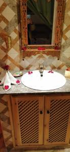 A bathroom at RIAD DAR BARBI PRIVATISÉ