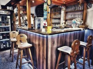 Lounge nebo bar v ubytování Hotel Český Ráj