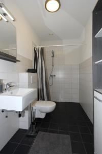 Een badkamer bij De Overtoom 46