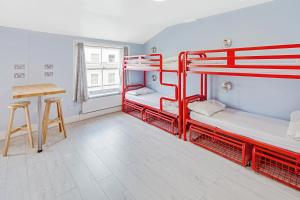 A bunk bed or bunk beds in a room at Astor Kensington Hostel